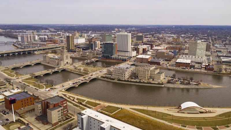 Prospettiva aerea di Cedar Rapids Iowa Urban Waterfront fotografia stock libera da diritti