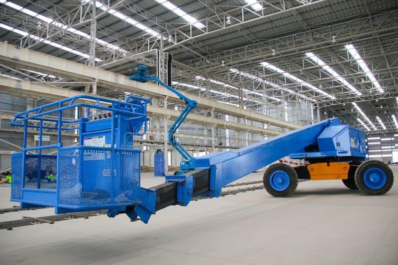 Prospettiva blu dell'ascensore dell'asta dell'interno fotografia stock