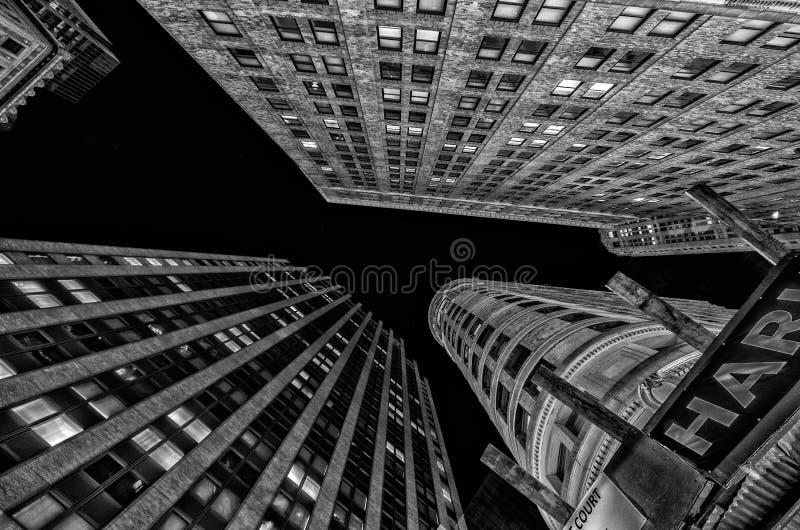 Prospettiva sopraelevata estrema delle costruzioni del Lower Manhattan e della SK immagine stock