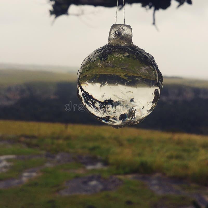 Prospettiva - uno sguardo attraverso il vetro fotografie stock libere da diritti