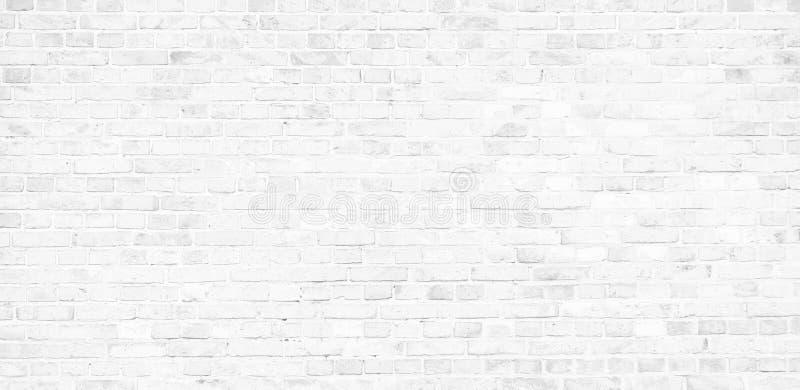 Prosta biała ściana z cegieł z światłem - szarych cieni wzoru powierzchni tekstury bezszwowy tło w sztandar szerokiej panoramie obraz royalty free