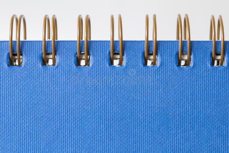 Prostego błękit pokrywy książki papieru nutowy ochraniacz z ślimakowatym zmora kręgosłupem i obraz stock