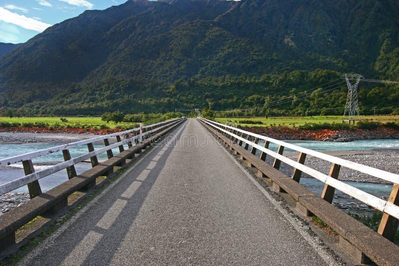 Prostej wsi strumienia drogowy skrzyżowanie obrazy stock