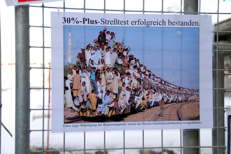 Prostest mot Stuttgart 21 p? staketet royaltyfria foton