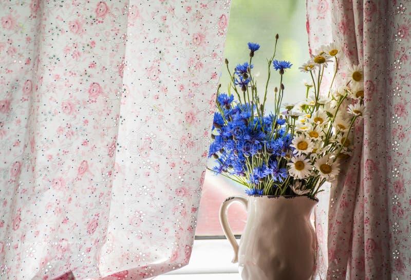 Prosty bukiet śródpolni kwiaty obraz royalty free