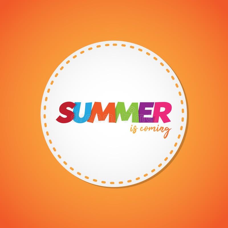 Prosty kolorowy słowa lato przychodzi na pomarańczowym tle ilustracja wektor