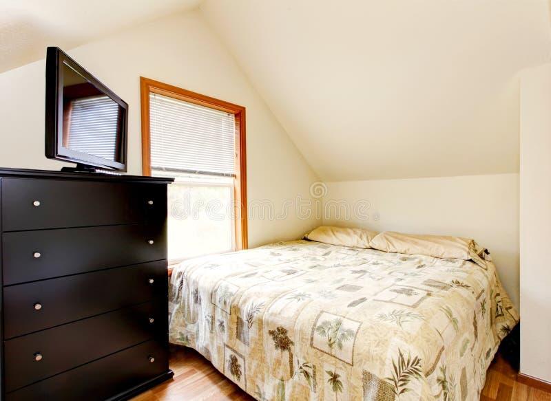 Prosty strychowy sypialni wnętrze domowego końskiego biurowego rancho izbowy stan Washington obrazy stock