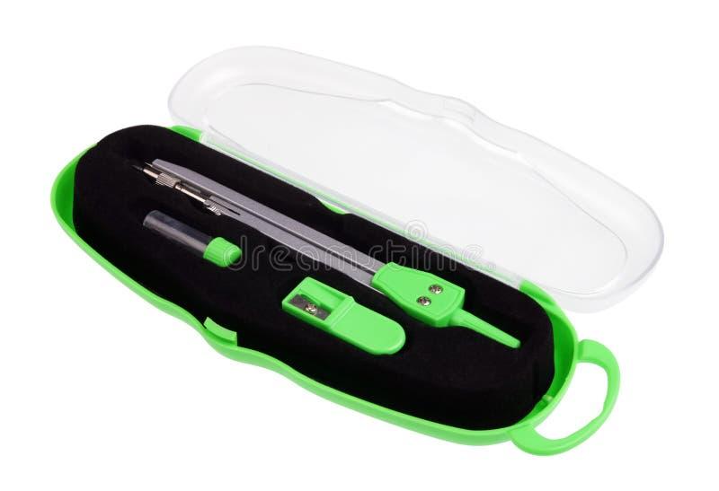 Prosty szkoły zieleni kompas w plastikowym pudełku odizolowywającym zdjęcie stock