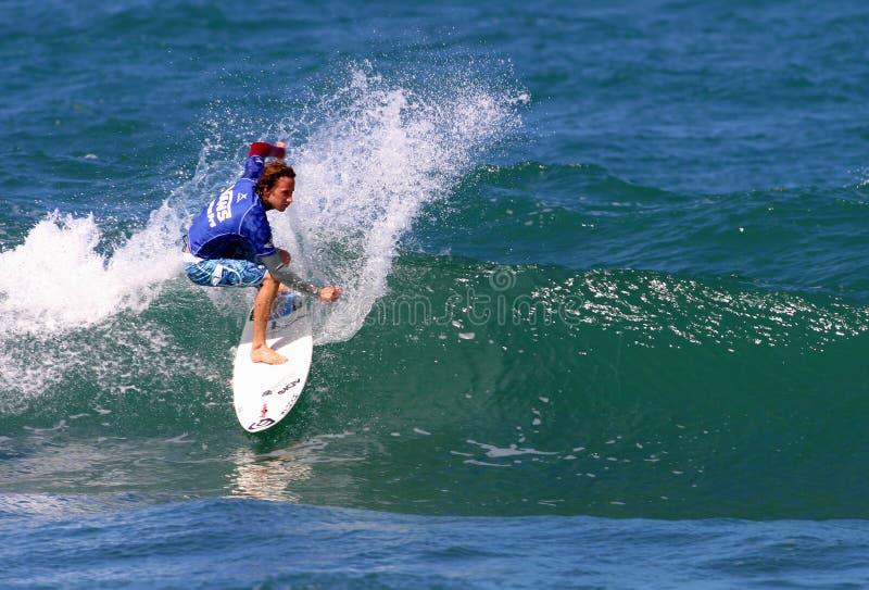 ProSurfer Tim Curran in Konkurrenz stockfoto