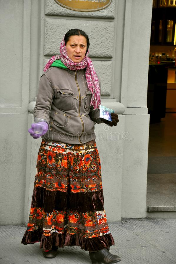proszałna cygańska kobieta zdjęcie royalty free