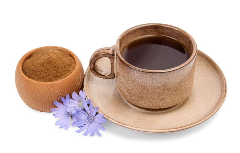 Proszek cykoria w drewnianym pucharze i filiżance napój z cykorią fotografia stock
