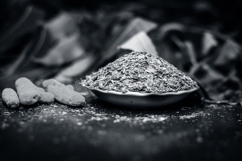 Proszek Indiański iilac lub neem z surowym turmeric używać w i wiele medycynach starych, nowożytnych i homeopatycznych, ayurvedic fotografia royalty free