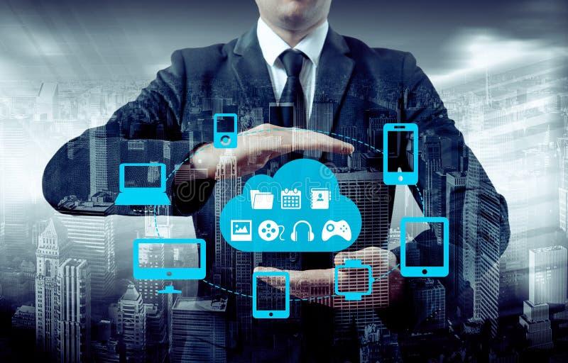 Protégez le concept de données de l'information de nuage Sécurité et sécurité des données de nuage photos libres de droits