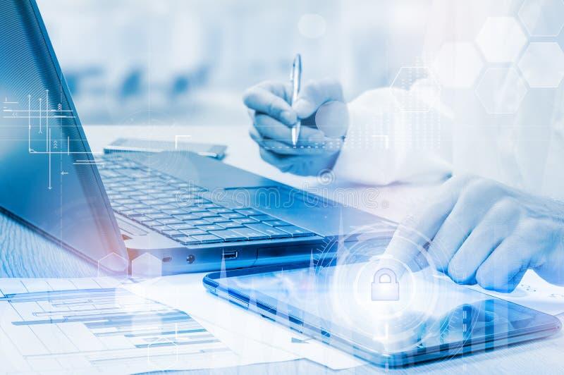 Protégez le concept de données de l'information de nuage Sécurité et sécurité des données de nuage images stock
