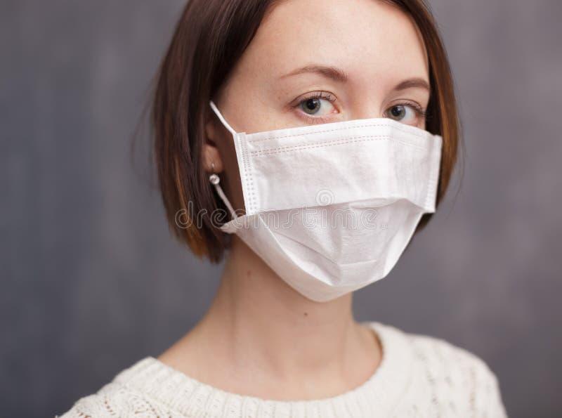 Proteção contra vírus e bactérias durante a epidemia da gripe fotografia de stock