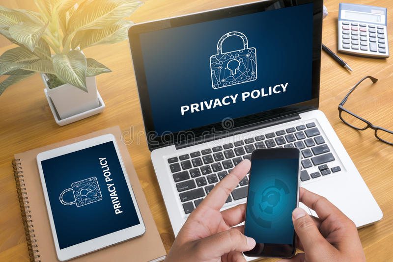 Proteção de segurança privada da POLÍTICA de PRIVACIDADE, homem de negócios com prot imagens de stock royalty free