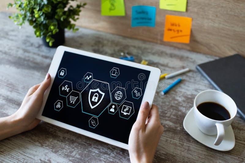 Proteção do Cyber, segurança de dados, conceito do provacy da informação na tela fotos de stock