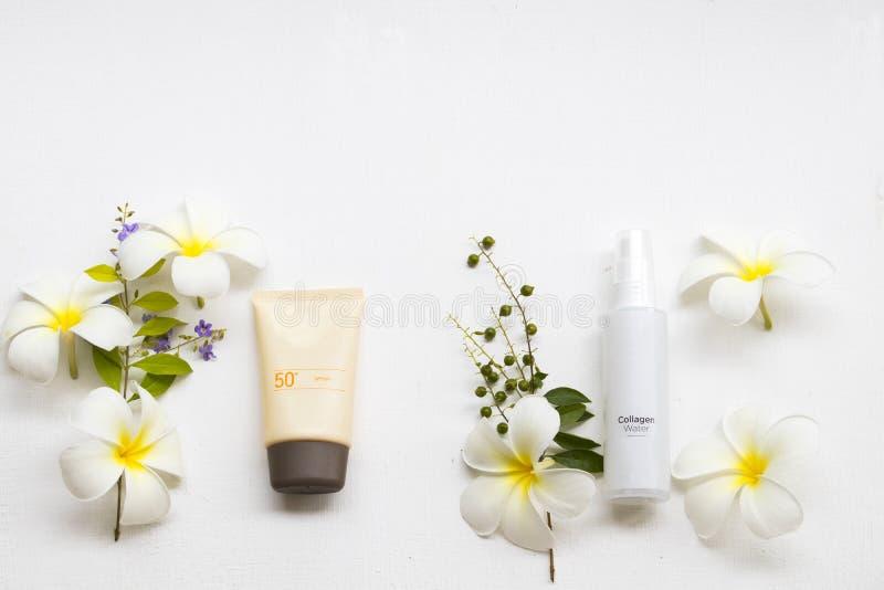 Proteção solar spf50, cuidados médicos do pulverizador de água do colagênio para a cara da pele fotos de stock