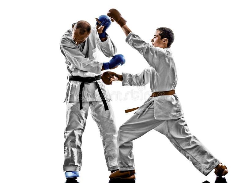 Proteções de combate do estudante do adolescente dos homens do karaté fotografia de stock royalty free