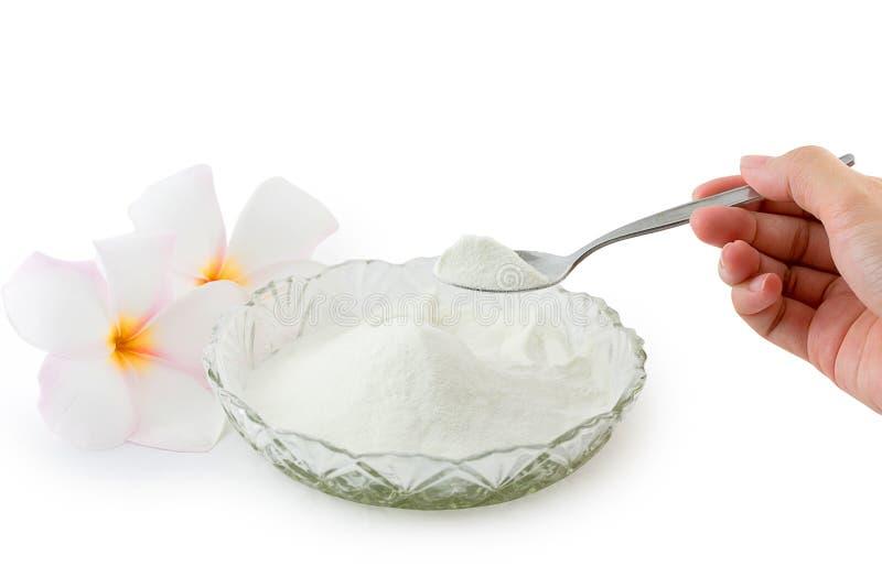 Proteína del polvo del colágeno en medida de la cuchara aislada en el backg blanco fotografía de archivo libre de regalías