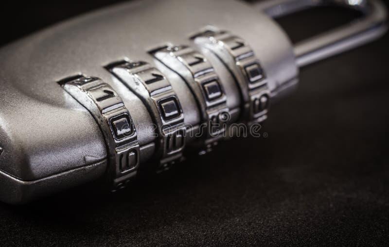 Protección de contraseña de la llave de cerradura de cojín de la encripción, tono oscuro fotos de archivo