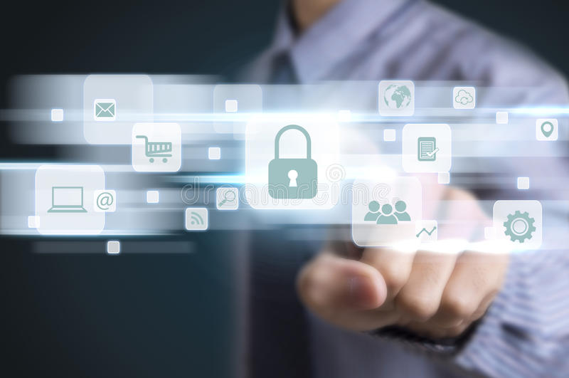 Protección de datos del botón del presionado a mano del hombre de negocios imágenes de archivo libres de regalías