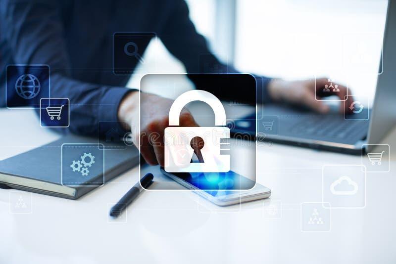 Protección de datos, seguridad cibernética, seguridad de la información y encripción tecnología de Internet y concepto del negoci imágenes de archivo libres de regalías