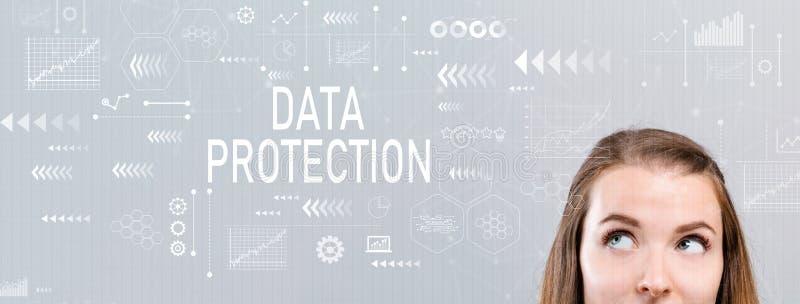 Protection des données avec la jeune femme photographie stock libre de droits