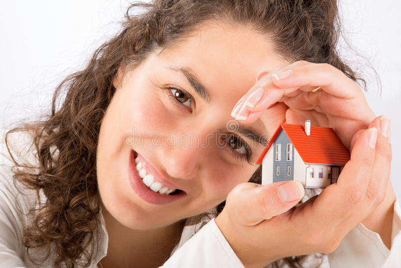 Protection et concept à la maison d'assurance images stock