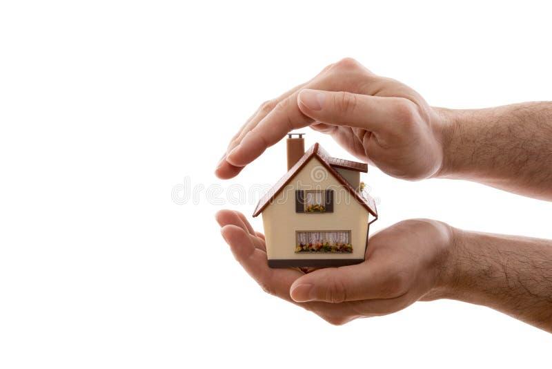 Protection ? la maison Petite maison couverte à la main d'isolement sur le fond blanc images stock