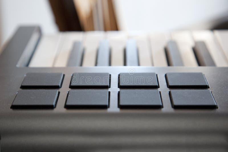 Protections sur un clavier du Midi photographie stock libre de droits