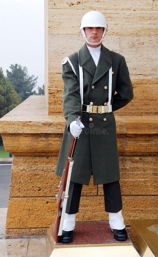 Protector cerca del mausoleo de Ataturk imagenes de archivo