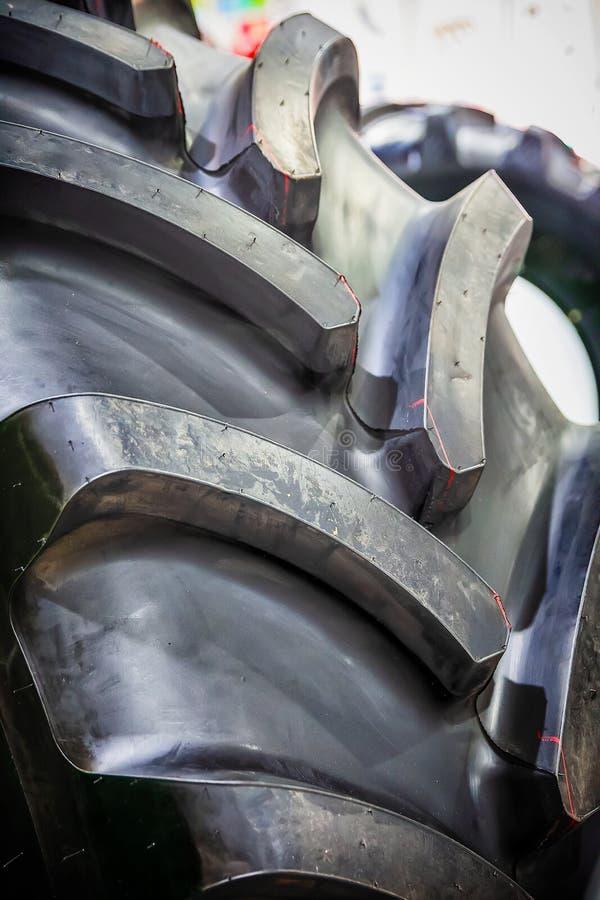 Protector de la rueda del tractor imagenes de archivo