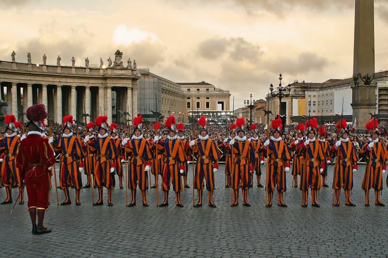 Protectores pontificales del suizo en Vatican. fotografía de archivo libre de regalías