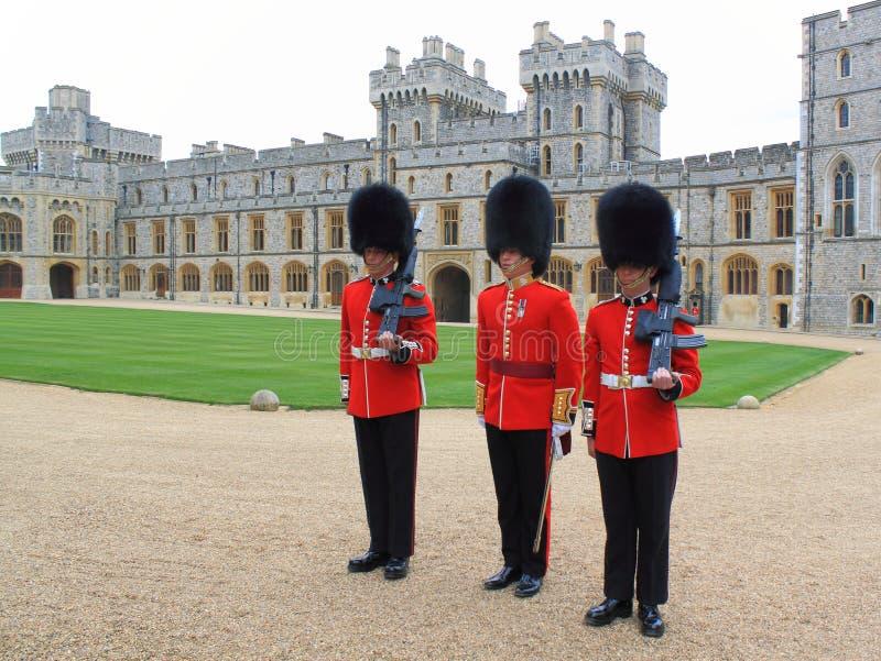 Protectores reales en el castillo de Windsor fotos de archivo libres de regalías