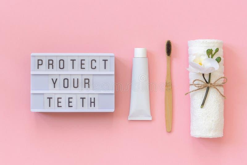 Protegga i vostri denti mandano un sms a sulla scatola leggera e sulla spazzola di bambù ecologica naturale per i denti, l'asciug fotografie stock libere da diritti