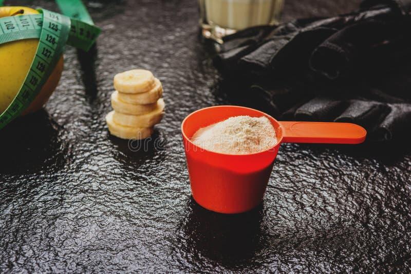 Proteina proszek w miarce zdjęcie stock
