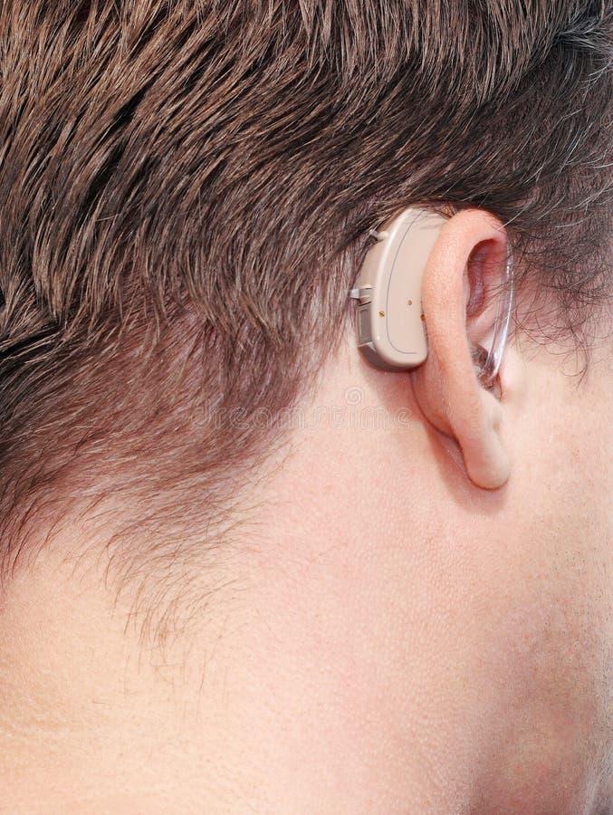 Protesi acustica dell'uomo sordo. fotografia stock libera da diritti