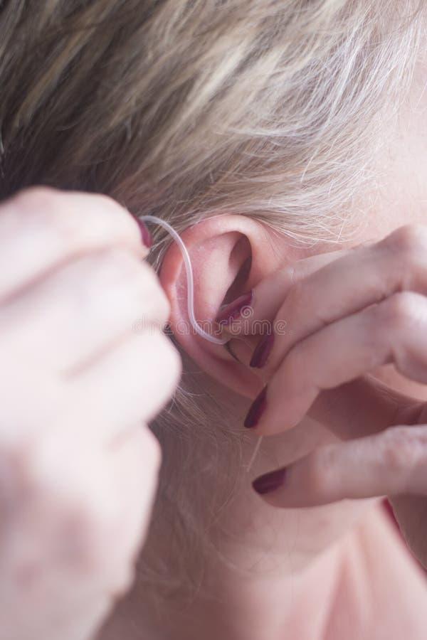 Protesi acustica sorda fotografia stock libera da diritti