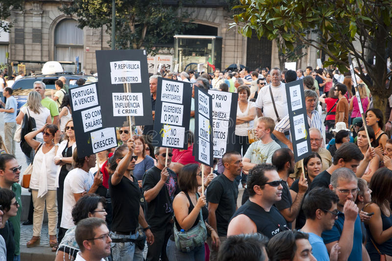 Download Protest Against Government Cuts, Porto Editorial Photography - Image: 26655632