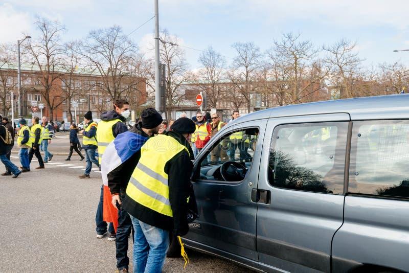 Protest av Gilets Jaunes den gula västmanifestationen royaltyfri fotografi