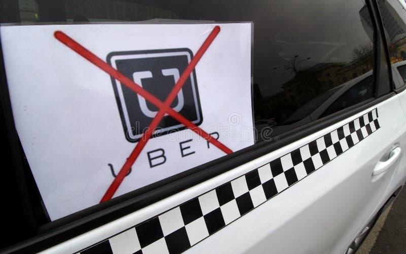 Protest av taxichaufförer mot UBER - Bucharest arkivfoto