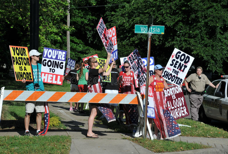 Protest at Dr George Tiller funeral stock photography