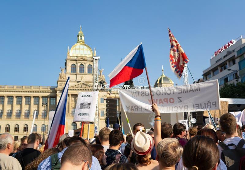 Protest för avsägelse och abdikering av Andrej Babis, premiärminister av Tjeckien arkivfoton