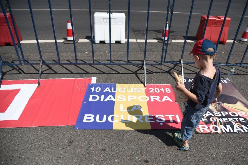 Protest för Romanians från utlandet mot regeringen arkivbild