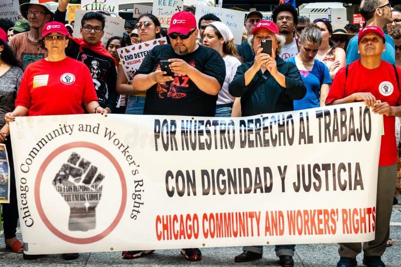 Protest mot invandringIS och gränsbevakning Chicago gemenskap- och arbetares rätter arkivfoton