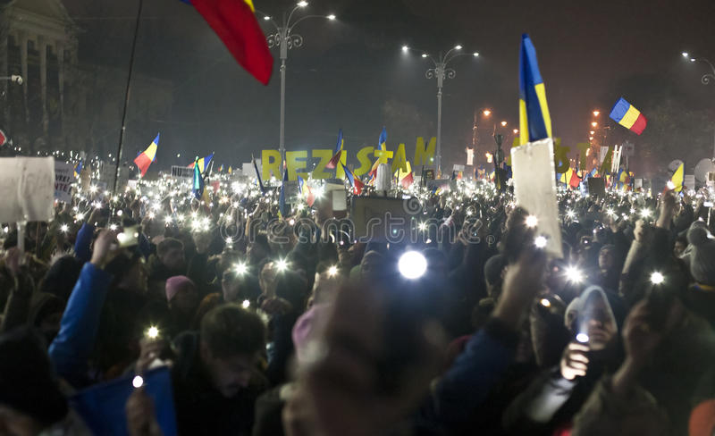 Protest mot korruptionreformer i Bucharest royaltyfri bild