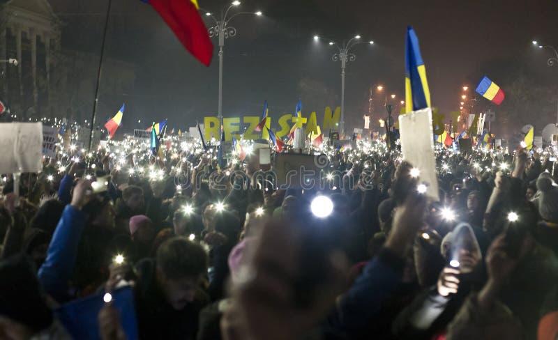 Protest tegen corruptiehervormingen in Boekarest royalty-vrije stock afbeelding
