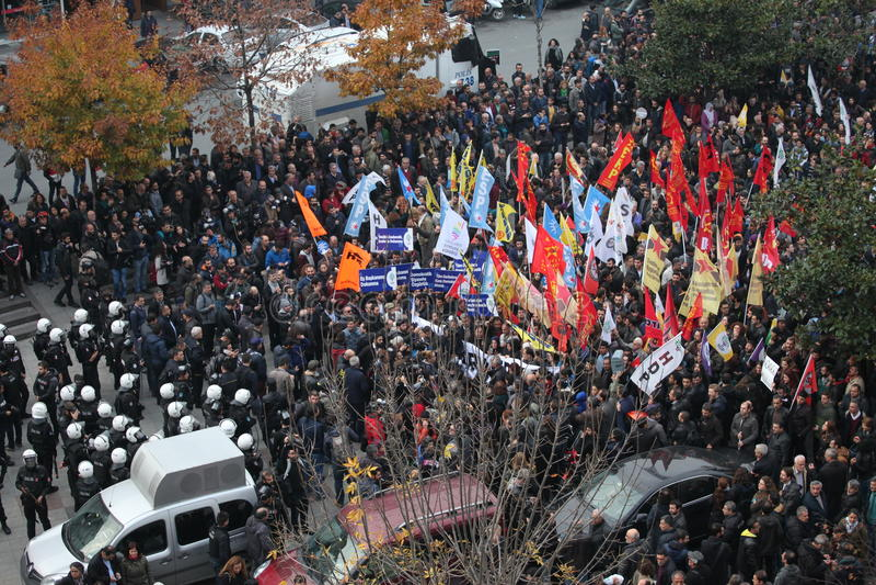 Protest tegen de arrestatie van Koerdische parlementariërs stock fotografie