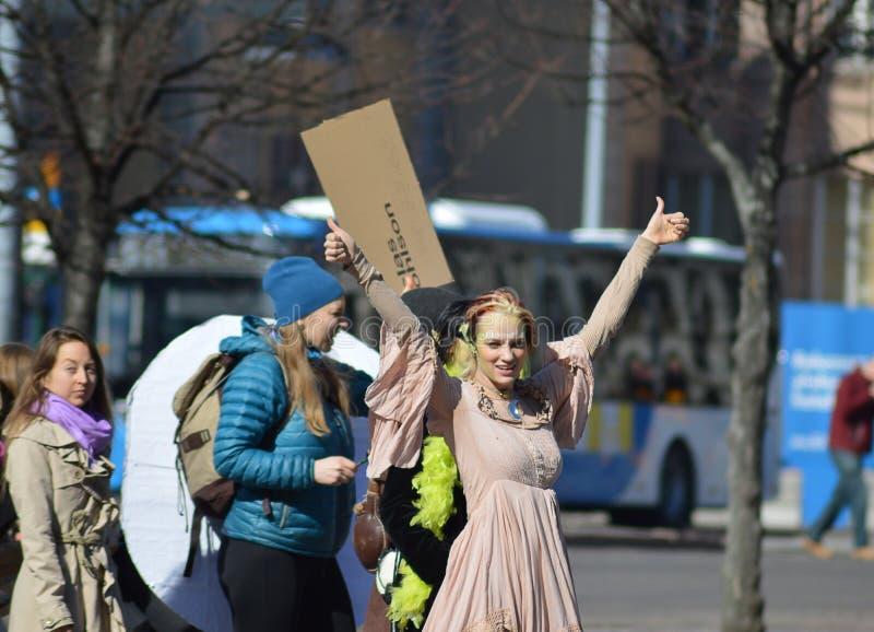 Protesta contra la inacci?n del gobierno en el cambio de clima, Helsinki, Finlandia fotos de archivo